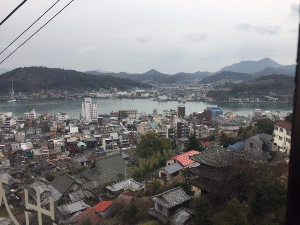 Ausblick auf Onomichi aus der Seilbahn.