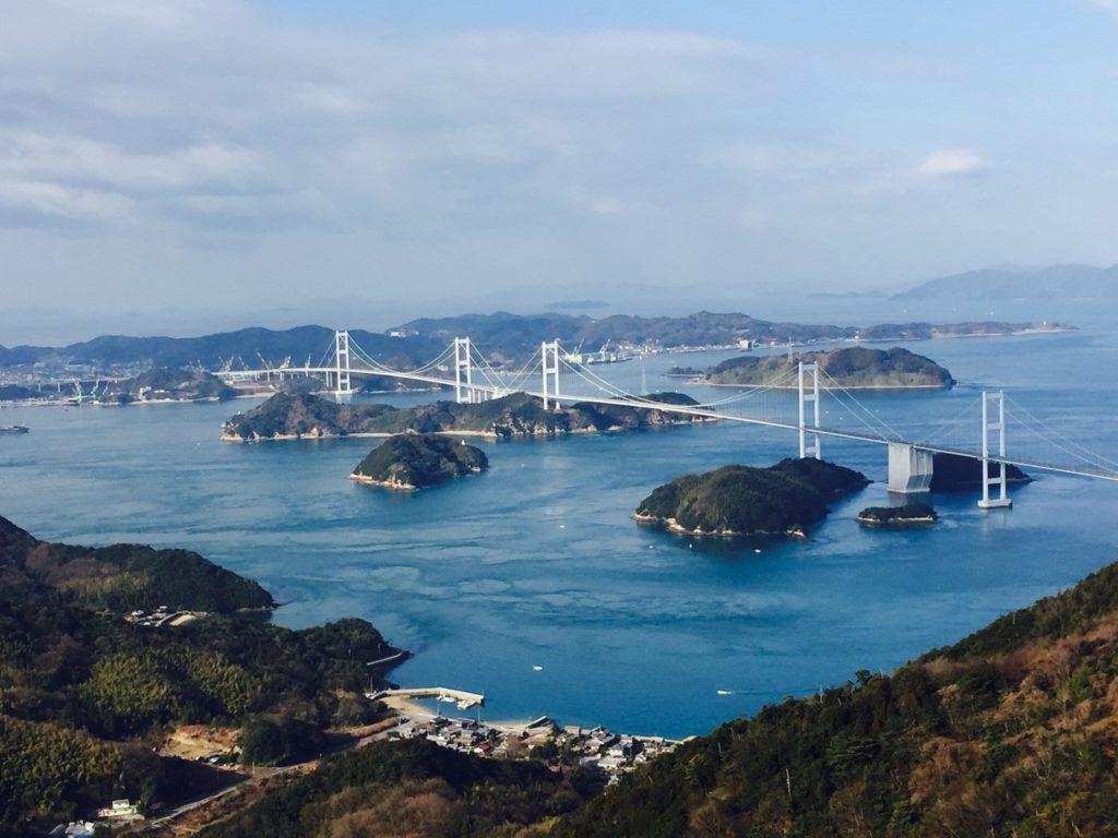 Brücke für Brücke geht der Shimanami Kaidō durch die Inlandsee.